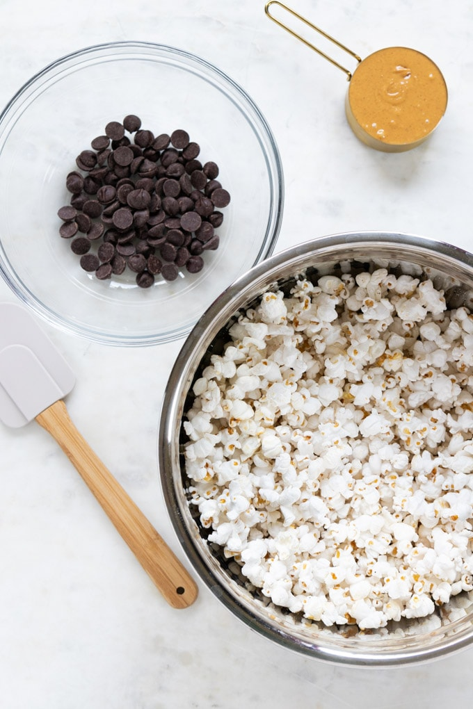 Ingredients for popcorn pumpkin spice puppy chow