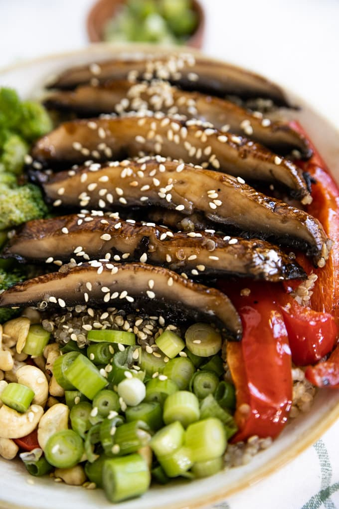 Sesame seeds on top of sliced portobello mushrooms.