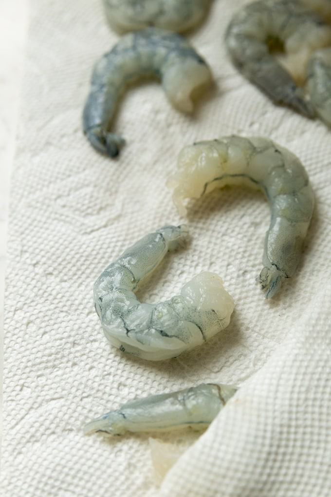 dry shrimp on a paper towel.